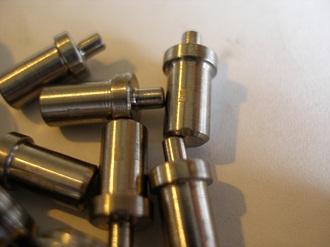 Titanium link extractor pins